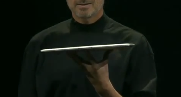 Steve Jobs mit dem MacBook Air