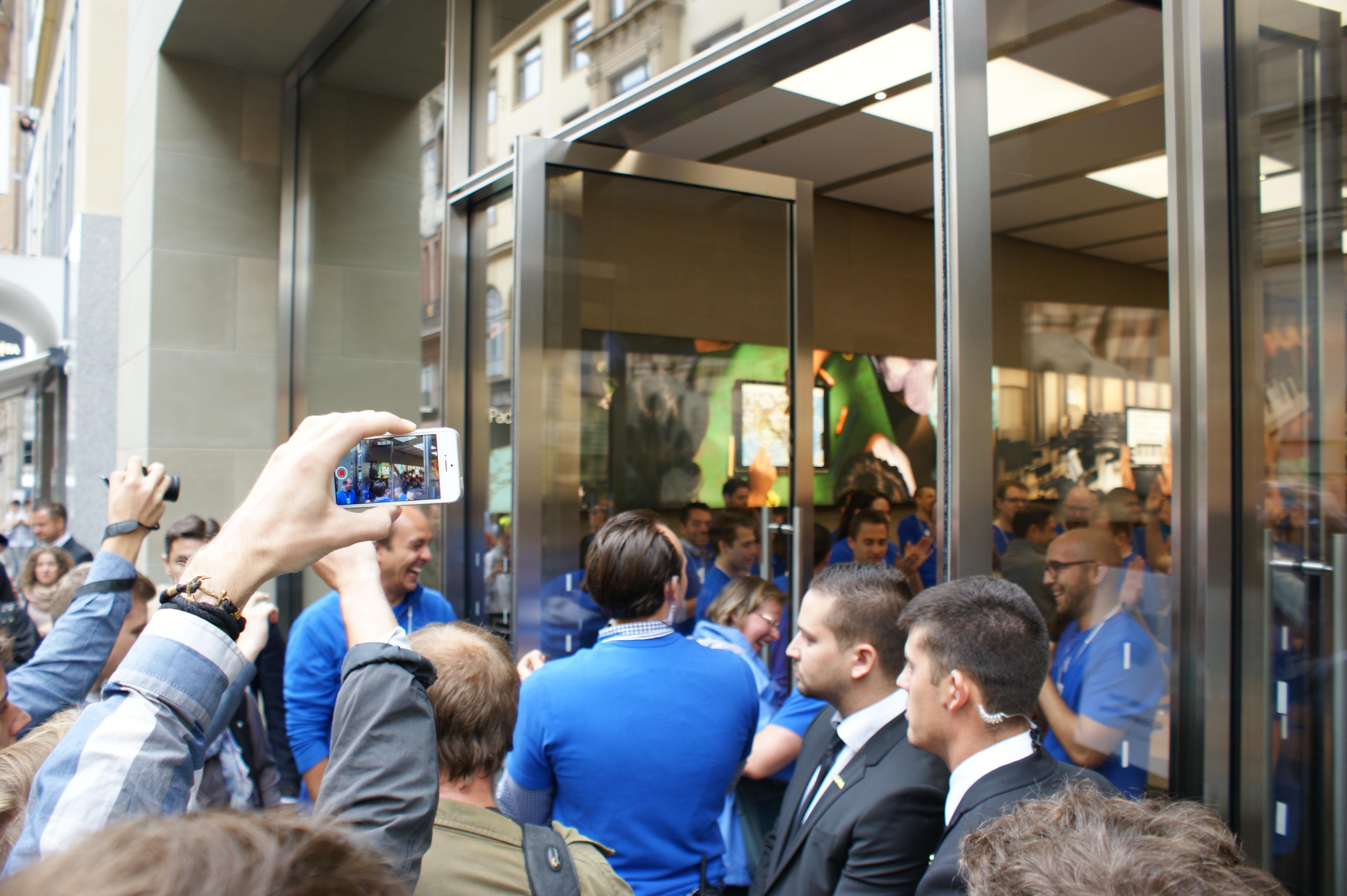 iReview 28/2014 – Apple Store Basel und Toleranz.