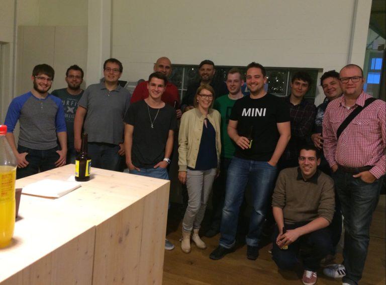 WWDC Apple Keynote Pizza Beamer Geek Meetup 2014