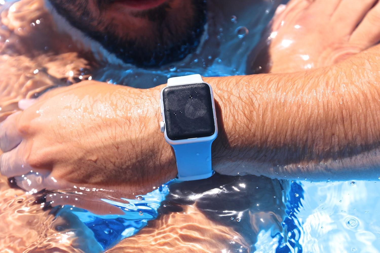 Die Apple Watch im Wasser.