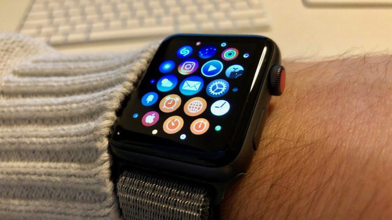 Apple Watch Series 3 mit der Apps-Ãœbersicht.