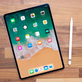 iPad 2018 Mockup mit Face-ID