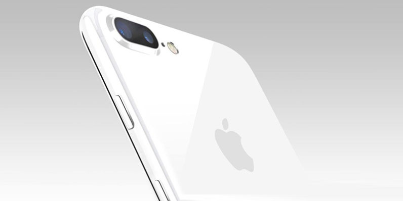 iPhone 7 Plus in Jet White