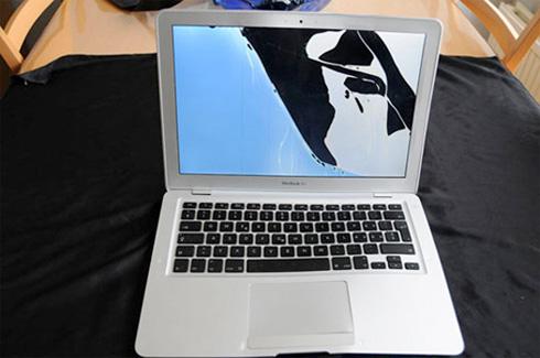 MacBook Air nach einem Flugzeugabsturz