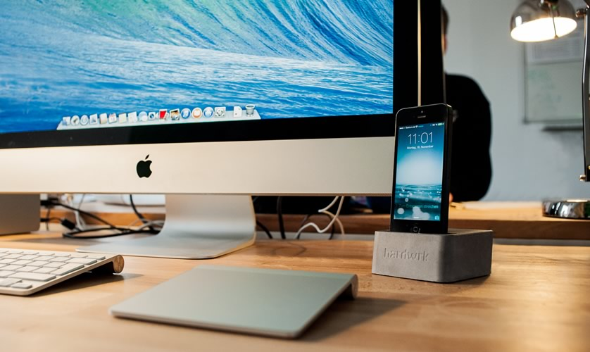 iPhone Dock aus purem Beton