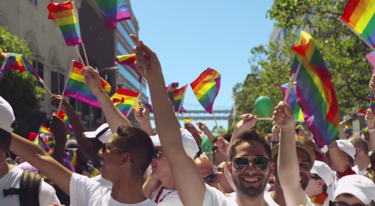 Apple nimmt an der Pride Parade teil