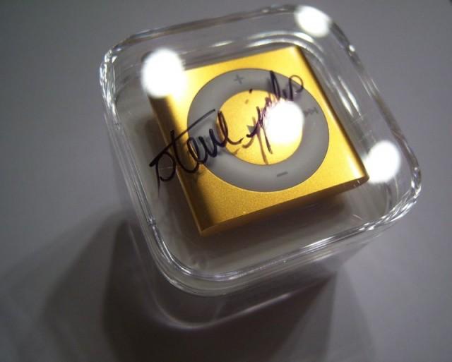 iPod shuffle signiert von Steve Jobs bei ebay