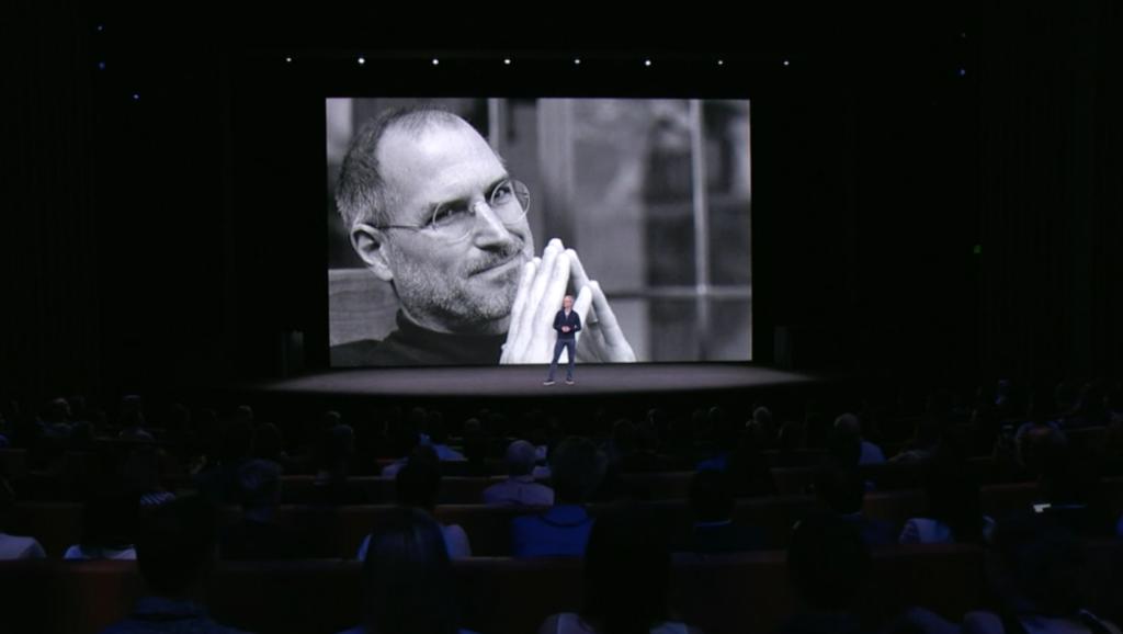 Tim Cook im Steve Jobs Theater