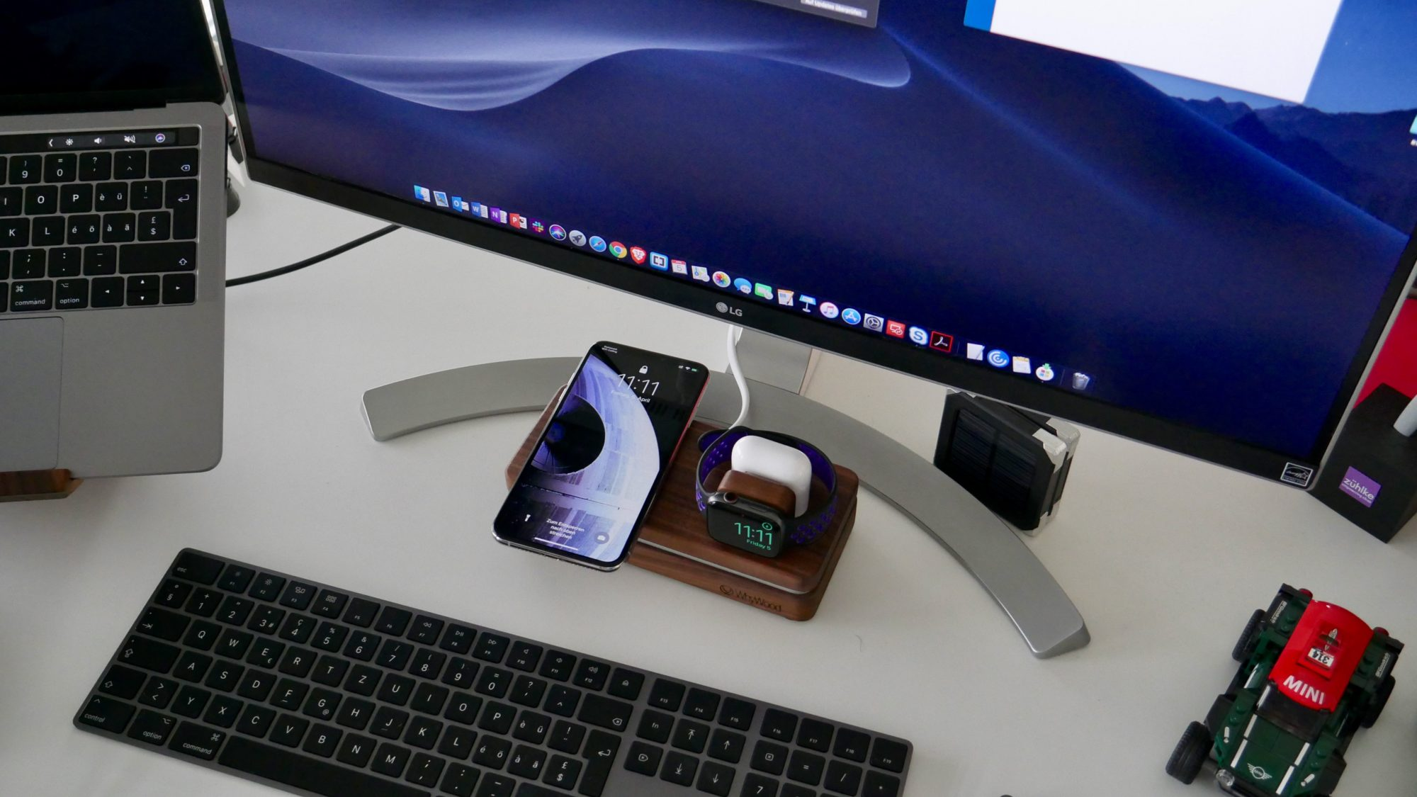 WhyWood Dockit W3 Qi-Ladestation aus Holz für iPhone, Apple Watch und AirPods.